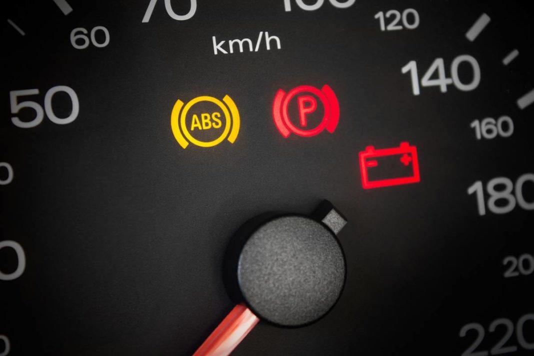 Voyant ABS allumé : comment savoir s'il s'agit d'une défaillance des capteurs ?