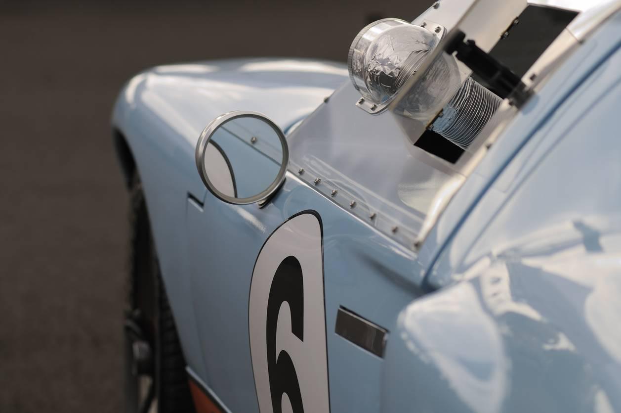 Stickers, équipement 9 conseils pour préparer votre course automobile (1)